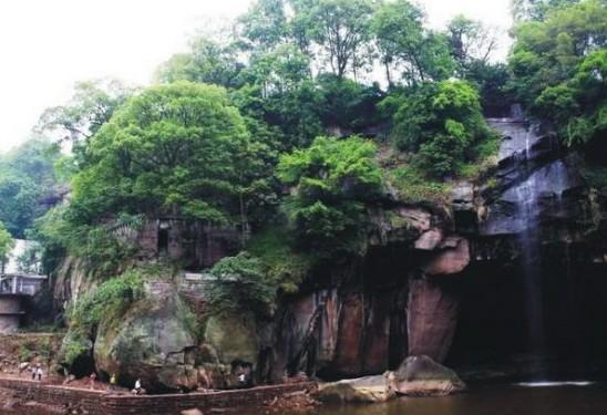 泸州洞窝峡谷风景区位于泸州龙马潭区罗汉镇